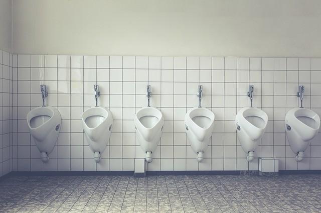 横並びの男性用トイレ